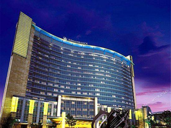 天津万丽泰达酒店1晚+2大1小自助早晚餐+极地海洋世界门票2张
